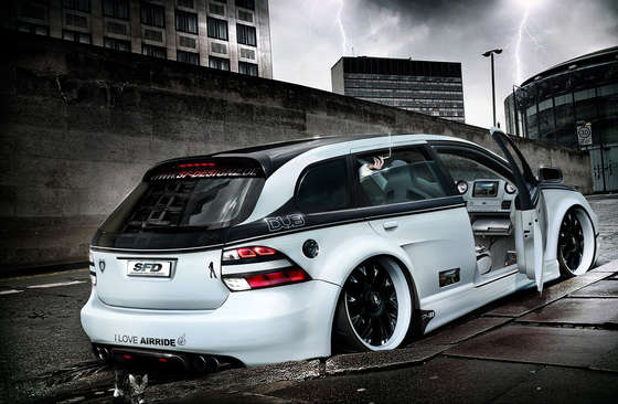Chic tuned VW Golf VI Variant.