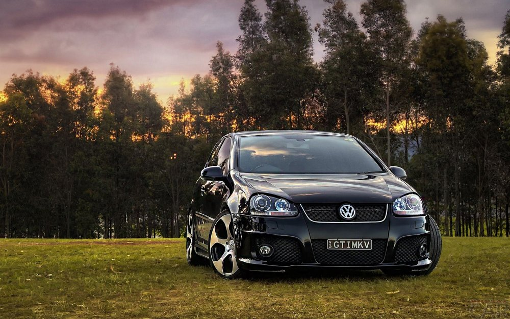 Wallpapers with streamlined reliable car Volkswagen Golf GTI to create the impression of reliability