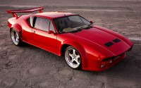 Picture machine with elegant appearance and pragmatic stuffing, named De Tomaso Pantera GTS.