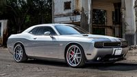 Muscoloso Dodge Challenger SRT.